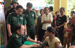 BĐBP Nghệ An hỗ trợ người dân vùng lũ tuyến biên giới