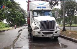 TNGT nghiêm trọng giữa xe container và xe máy ở TP.HCM, 2 người thương vong