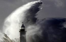 Trái đất nóng lên là nguyên nhân khiến các cơn bão mạnh hơn