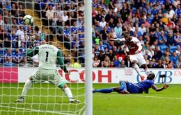 VIDEO Cận cảnh cú sút góc hẹp khó tin của Lacazatte giúp Arsenal thắng nhọc