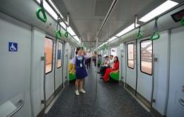 Bên trong chuyến tàu vận hành trên tuyến đường sắt Cát Linh - Hà Đông
