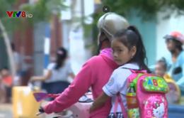 Đội mũ bảo hiểm cho trẻ em - Phụ huynh còn thờ ơ