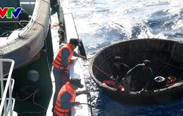 Tàu KN367 cứu nạn ngư dân tàu cá QNg95339