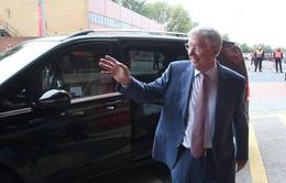 Sir Alex tươi cười khỏe mạnh tới Old Trafford cổ vũ Man Utd