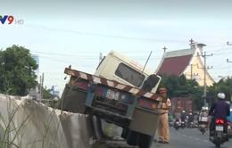 Tiền Giang: Lật xe container trên Quốc lộ 1A