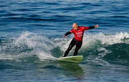 Huấn luyện viên lướt sóng... khiếm thị