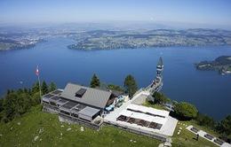 """Cả """"thiên đường"""" lọt vào tầm mắt trên chiếc thang máy ngoài trời cao nhất châu Âu"""