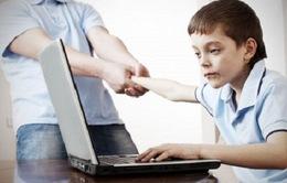 Mỹ: Trẻ em dành quá nhiều thời gian giải trí với thiết bị điện tử