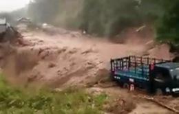 Lũ quét ập xuống bất ngờ, người dân ở Lai Châu chạy tán loạn