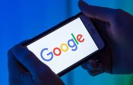 """Google """"nai lưng"""" làm, Apple ung dung """"ngồi hưởng"""""""