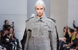 """Dàn mẫu """"mang bầu"""" gây sửng sốt sàn diễn Tuần lễ thời trang Paris"""