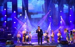 Khán giả Huế thổn thức nghe Quang Lê hát về quê hương