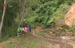 Khó khăn của trẻ em vùng lũ Thanh Hóa trên con đường đến trường
