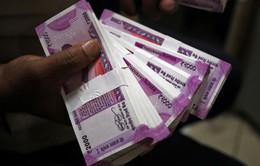 Đồng Rupee sụt giảm khiến Ấn Độ gặp khó trong việc mua dầu
