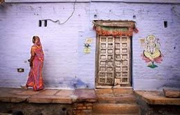 Nhiếp ảnh gia 10 năm du hành quanh thế giới để chụp... những cánh cửa