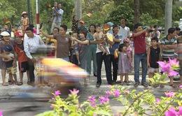 Người dân Quảng Nam say mê Giải xe đạp quốc tế VTV Cup Tôn Hoa Sen 2018