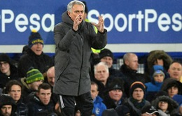 """Mourinho """"tái mặt"""" sau chiến thắng trước Everton"""