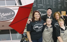 Quán cà phê thay đổi số phận người khuyết tật
