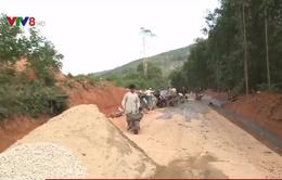 Hàng Tết khó lên vùng cao Quảng Ngãi do đường sạt lở