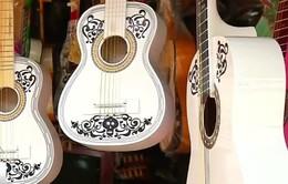 Thị trấn làm đàn guitar ở Tây Ban Nha sống lại nhờ bộ phim Coco