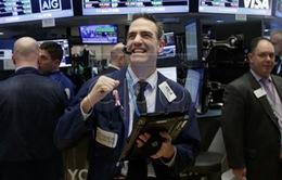 Chỉ số Dow Jones lần đầu tiên đóng cửa ở ngưỡng 26.000 điểm