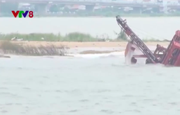 Phú Yên: Triều cường bồi lấp cửa biển, tàu thuyền khó ra khơi