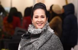 Mẹ chồng Lan Hương khoe vẻ đẹp quý phái ngày đông