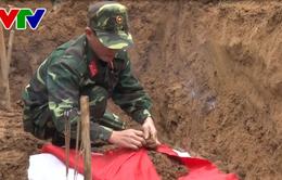 Đã cất bốc được 40 hài cốt liệt sỹ tại bờ sông Thạch Hãn, Quảng Trị