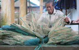 68 tuổi vẫn đi sông thả lưới nuôi ba cháu ăn học