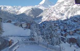 Hơn 13.000 du khách mắc kẹt ở khu trượt tuyết Thụy Sĩ
