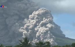 Philippines nâng cảnh báo núi lửa Mayon