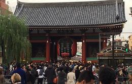 Người Nhật Bản đi chùa cầu kinh doanh thuận lợi đầu năm mới