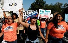Thẩm phán Mỹ ngăn Trump trục xuất trẻ em nhập cư