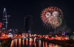 Trình diễn rồng bay trên nước mừng năm mới tại TP.HCM