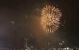Pháo hoa rực rỡ trên sông Hàn, Đà Nẵng trong thời khắc chào năm mới