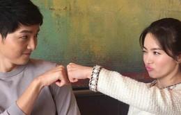 Song Joong Ki-Song Hye Kyo quấn quýt tại Paris