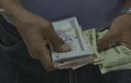 Saudi Arabia phát tiền trợ cấp hàng tháng cho nhân viên nhà nước