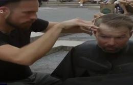 Chiến dịch cắt tóc cho người vô gia cư thu hút cộng đồng mạng