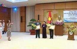 Trao huân chương hữu nghị cho nguyên Chủ tịch IPU và Tổng thư ký IPU