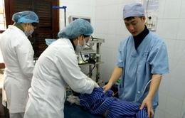 Lạng Sơn: Gắp vòng kim loại trong thực quản bé 4 tuổi