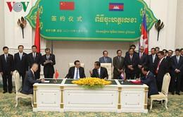 Campuchia và Trung Quốc ký kết hàng chục thỏa thuận hợp tác