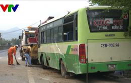 Lật xe buýt ở Phú Yên, 3 người bị thương
