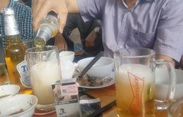 Truyền bia để giải độc rượu: chuyên gia chống độc nói gì?