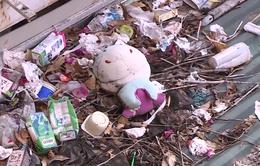 """Ẩn họa rác """"bay"""" tại chung cư cao tầng"""
