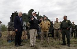 Tổng thống Mỹ thị sát vùng biên giới Mỹ - Mexico tại Texas