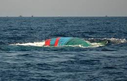Quảng Ngãi: Sóng đánh chìm ghe đánh cá, 2 vợ chồng tử vong