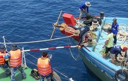 Biên phòng Quảng Ninh cứu ngư dân gặp nạn trên biển