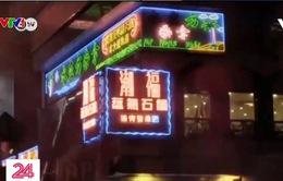 Biển hiệu đèn neon tại Hong Kong (Trung Quốc) đang đứng trước nguy cơ biến mất