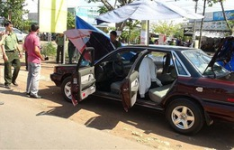 Xe ô tô của cán bộ kiểm lâm nghi bị đặt mìn tự chế