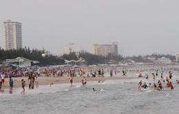 Vũng Tàu: Nhiều du khách được cứu kịp thời do bị đuối nước khi tắm biển dịp lễ